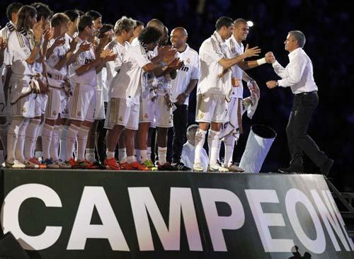 Cầu thủ số 1 châu Âu: Messi, CR7 và... - 2