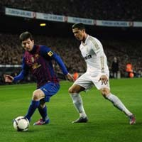Cu th s 1 chu u: Messi, CR7 v...