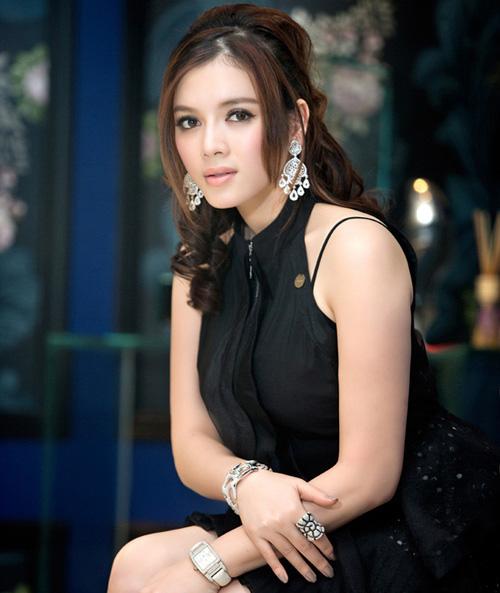 Những làn môi hút hồn của showbiz Việt - 7