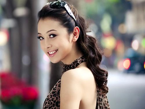 Những làn môi hút hồn của showbiz Việt - 8