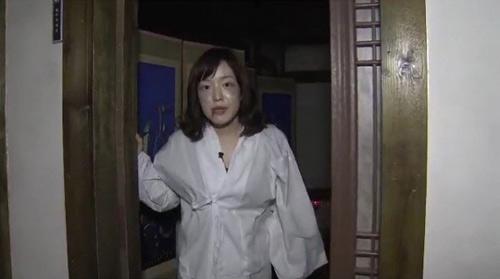 Nữ phóng viên hóa quỷ trên truyền hình - 2