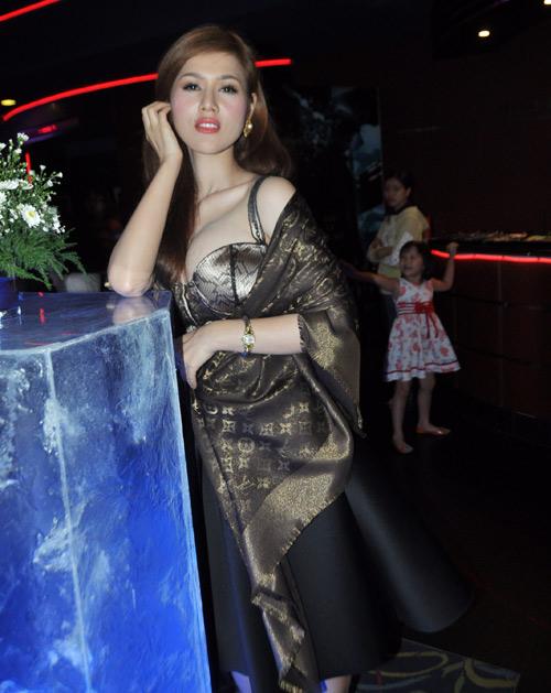 Lý Nhã Kỳ nhí nhảnh bên Ngô Quang Hải - 9