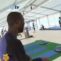 Video: Yaya Toure tp th lc theo v iu