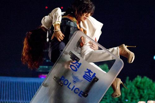 Lộ cảnh Lee Min Ho bắt cóc Kim Hee Sun - 1