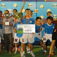 Larue Cup 2012: Khp li sn chi uy tn