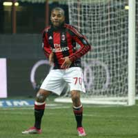 Video: Nhy iu ngh nh Robinho