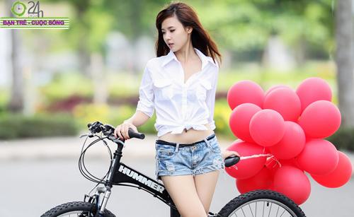 Hot girl Midu xinh tươi trên phố Sài Gòn - 3