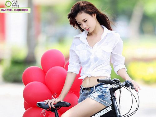 Hot girl Midu xinh tươi trên phố Sài Gòn - 2