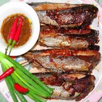 Xẻ cá, ướp gia vị, nướng cá ồ ngon tuyệt