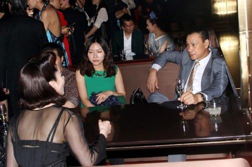"""Phạm Băng Băng khoe """"màn hình phẳng"""" - 11"""