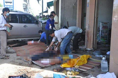 Hiện trường vụ xe cán chết 7 người ở quán ăn - 6