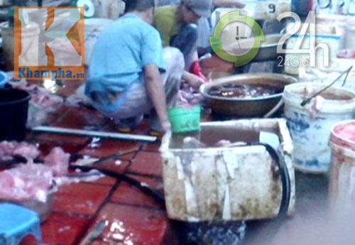Lòng lợn, tiết canh pha nước thải, Tin tức trong ngày, long lon ban, cong nuoc thai, lo mo Van Phuc, do te, tiet canh, thuc pham ban, tin nong, tin nhanh, tin hay