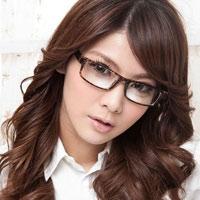 Trang điểm đẹp xinh cho cô nàng kính cận