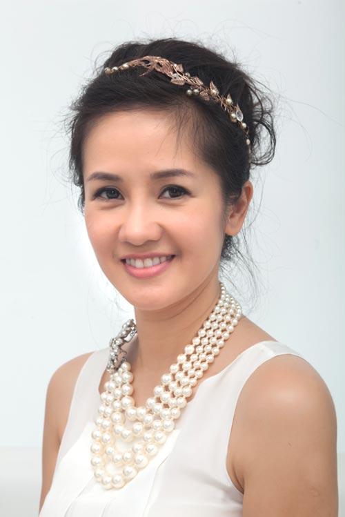 Ca sĩ Hồng Nhung khoe vẻ đẹp tươi trẻ.