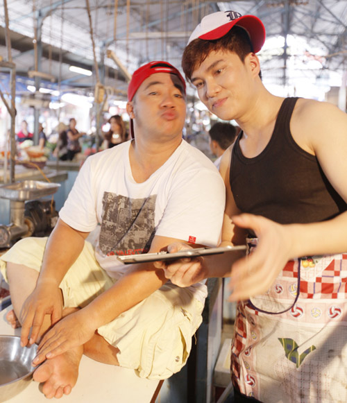 Hiếu Hiền, Lâm Chấn Huy bán… thịt trong MV - 8