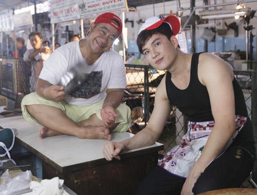 Hiếu Hiền, Lâm Chấn Huy bán… thịt trong MV - 1