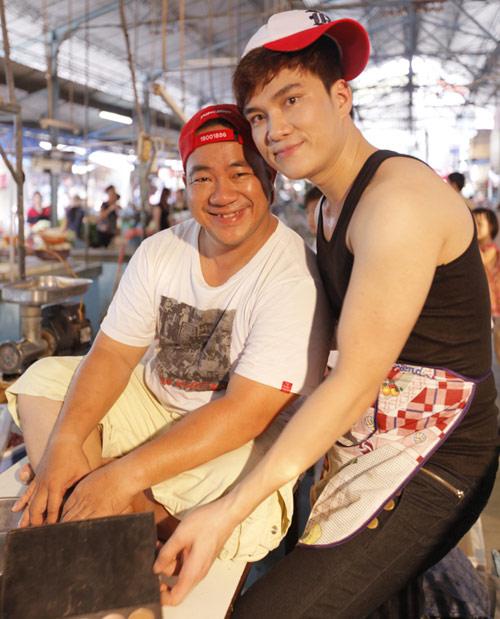 Hiếu Hiền, Lâm Chấn Huy bán… thịt trong MV - 5