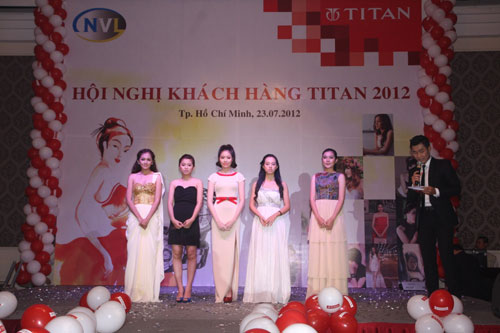 Hi ngh khch hng Titan nm 2012, ng h - knh, Thi trang, 