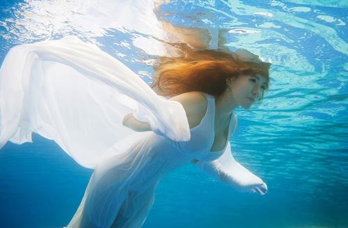 Hot girl Mai Thỏ gợi cảm dưới nước - 11