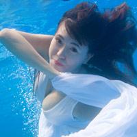 Hot girl Mai Thỏ gợi cảm dưới nước