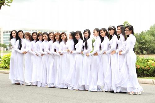 Nữ sinh duyên dáng với áo dài - 18