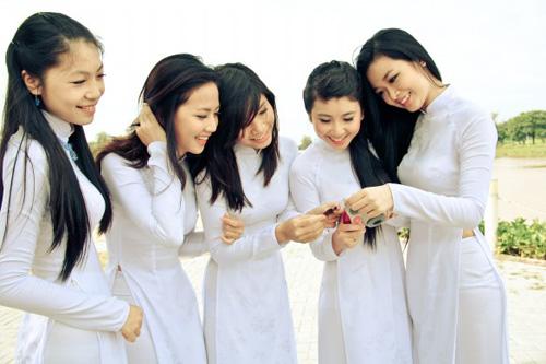 Nữ sinh duyên dáng với áo dài - 15
