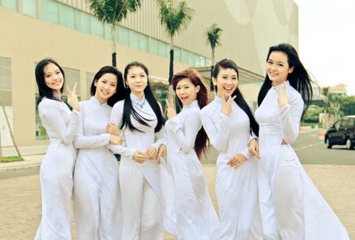 Nữ sinh duyên dáng với áo dài - 16