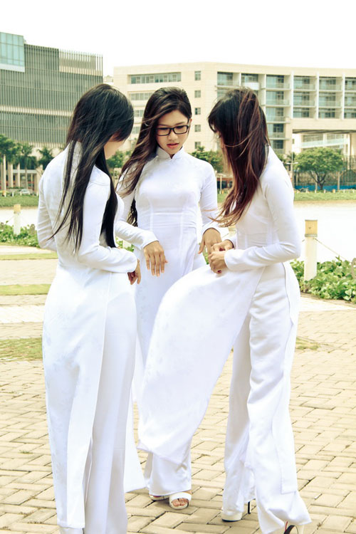 Nữ sinh duyên dáng với áo dài - 6