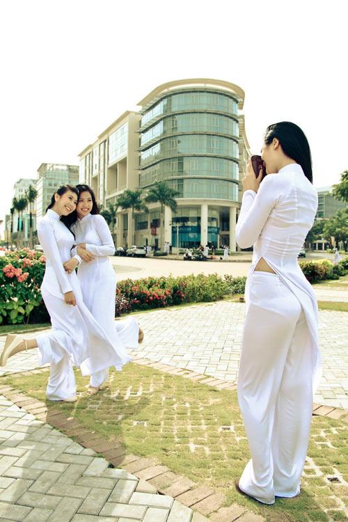 Nữ sinh duyên dáng với áo dài - 1