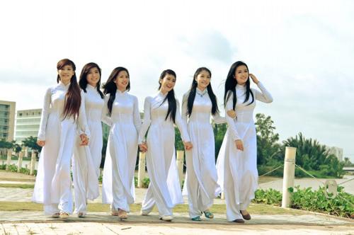 Nữ sinh duyên dáng với áo dài - 17