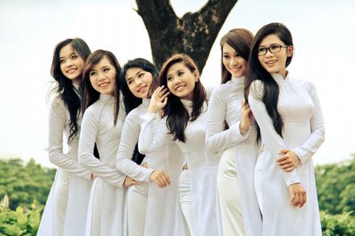 Nữ sinh duyên dáng với áo dài - 11