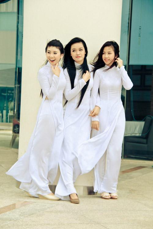 Nữ sinh duyên dáng với áo dài - 8