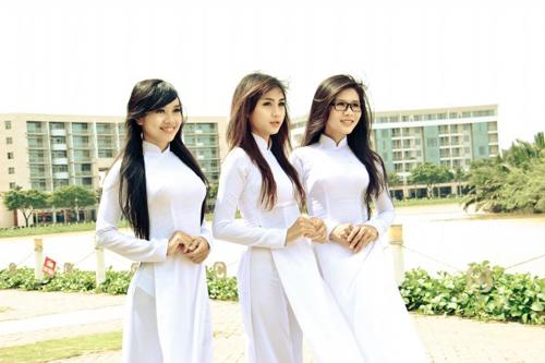 Nữ sinh duyên dáng với áo dài - 7