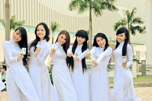 Nữ sinh duyên dáng với áo dài - 10