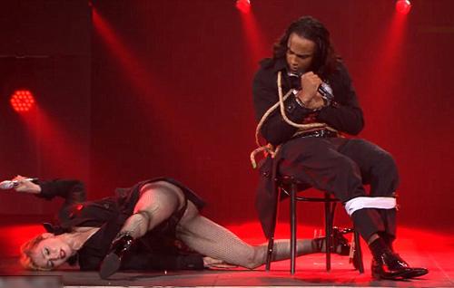 Madonna gây sốc trên sân khấu Paris - 2