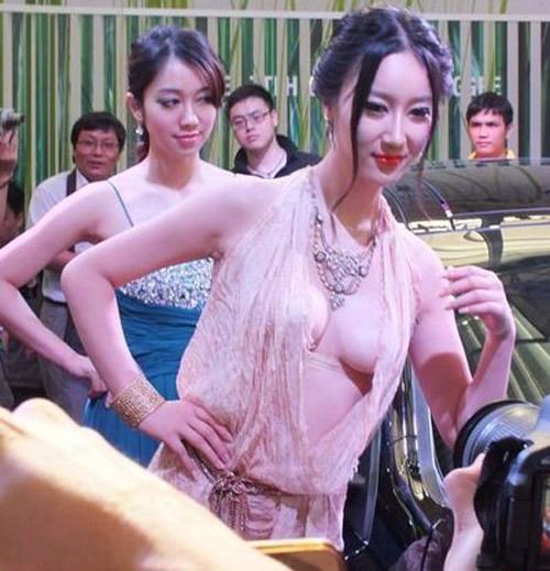 """Váy xuyên thấu """"độc hại"""" của sao Hoa ngữ - 15"""