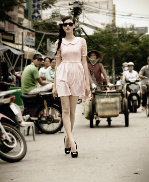 Người mẫu 17 tuổi khoe chân dài trứ danh - 11