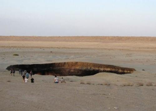 """""""Cổng địa ngục"""" kỳ bí tại Trung Á - 9"""