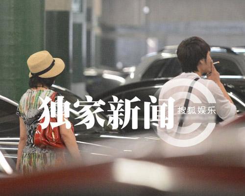 """Lưu Hiểu Khánh và """"bồ trẻ"""" chào paparazzi - 13"""