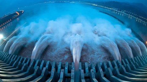 Đập thủy điện lớn nhất thế giới xả lũ - 1
