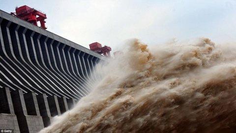 Đập thủy điện lớn nhất thế giới xả lũ - 3
