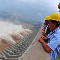 Đập thủy điện lớn nhất thế giới xả lũ