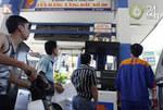 Thị trường - Tiêu dùng - 'Bắt tay' tăng giá xăng dầu?