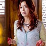 Kim Hee Sun đóng cảnh bê bết máu