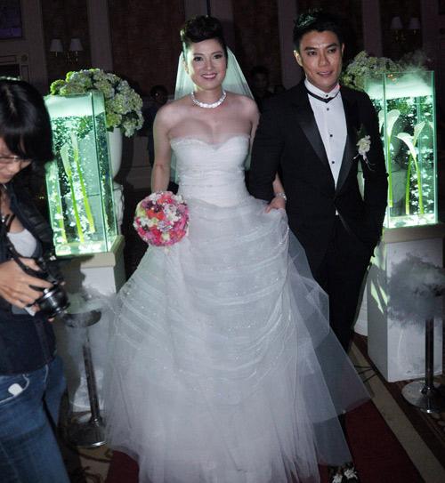 Cô dâu nào che bầu ngày cưới giỏi nhất? - 10