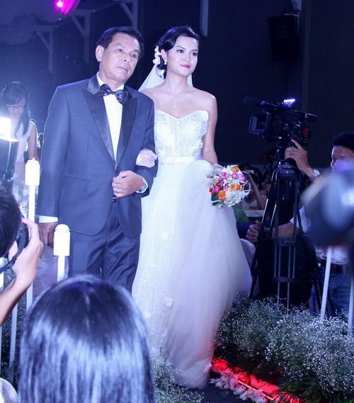 Cô dâu nào che bầu ngày cưới giỏi nhất? - 16