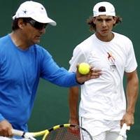 """Tennis 8: Nadal """"dỗi"""" chú Toni"""