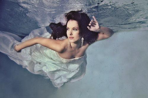 Mỹ nhân đẹp mê khi chụp hình dưới nước - 15