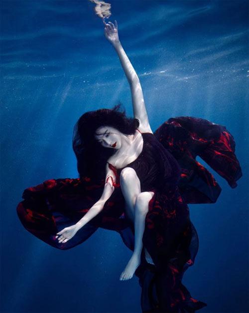 Mỹ nhân đẹp mê khi chụp hình dưới nước - 3