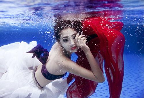 Mỹ nhân đẹp mê khi chụp hình dưới nước - 14